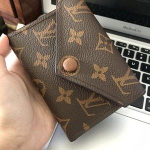"AUTHENTIC ""ZOE wallet in new condition"